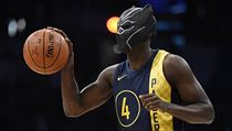 Indiana Pacers' Victor Oladipo gets ready for a dunk while wearing a mask from... | na serveru Lidovky.cz | aktuální zprávy