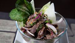 VIDEORECEPT: Thajská delikatesa. Pikantní salát s hovězím masem