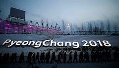 SLEDOVALI JSME ŽIVĚ: V Koreji vládne vítr, který rušil závody. Hokejový turnaj začal senzacemi
