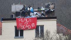 Slzný plyn a stroboskop proti squatterům? Dezinformace, vyvrací zprávy ze Šatovky policie