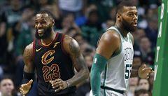 NBA: Obměněný Cleveland v NBA jasně přehrál Boston, James i přes zranění zářil