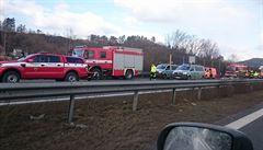 Hromadná nehoda uzavřela D10 na Turnov. Zřejmě ji způsobil náraz auta do pneumatiky