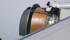 'Celé letadlo se otřásalo.' Letu United 1175 se začal za letu rozpadat motor, Boeing 777 nouzově přistál