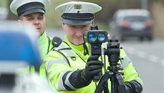 Řidiči pozor! Policie bude měřit rychlost na stovkách míst