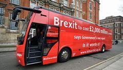 Červený autobus v Británii varuje před vysokou cenou za brexit