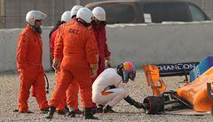 Smolař Alonso. Loni ho v úvodním kole testů zradil motor, letos po šesti přišel o kolo