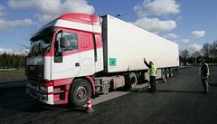 V Německu začal soud s českým řidičem kamionu, který při nehodě usmrtil tři lidi