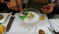 VIDEORECEPT: Asijský dezert? Kokosové mléko s banánem a tapiokou, radí šéfkuchař