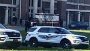 Authorities investigate the scene where a shooting occurred at Huffman High... | na serveru Lidovky.cz | aktuální zprávy