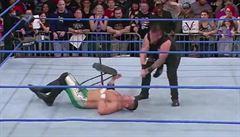 VIDEO: Wrestler přišel v ringu málem o oko. Jeho rival ale ničeho nelituje