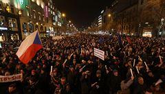 Václavské náměstí zaplnily tisíce lidí. Na protest proti Ondráčkovi i Babišovi