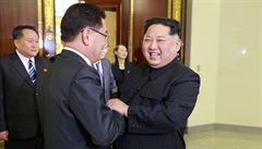 Alkohol při slavnostní večeři. Kim Čong-un vtipkoval o své váze i přezdívce