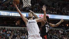 NBA: Satoranský hrál dobře, ale ztrácel míče. Jeho Washington podlehl Torontu