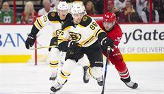 Pastrňák dal v NHL první hattrick během sedmi minut a 26 vteřin