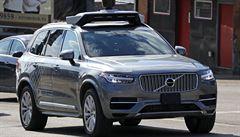 Chodkyně usmrcená autopilotem Uberu prý nečekaně vešla před vůz
