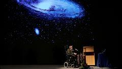 U uložení Hawkingova popela mohou být i 'cestovatelé v čase'. Formulář na ně pamatuje