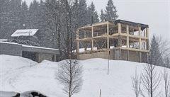 Švýcarský dům, dominanta Špindlu, padla kvůli jedné vile