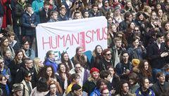 Studenti z více než 300 škol stávkovali proti Zemanovi, Babišovi a na obranu ústavních hodnot
