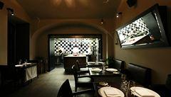 Michelinskou hvězdu obhájily dvě pražské restaurace, Alcron o ocenění přišel