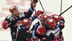 Třinec v pátém čtvrtfinále přetlačil Pardubice 3:2 a má postupový mečbol
