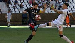 Inspirace? Fotbalista zlomil soupeři nadvakrát nohu, nebude hrát dokud se oběť neuzdraví