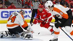 NHL: Mrázek se proti svým bývalým spoluhráčům nevytáhl. Byl střídán
