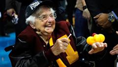 Hvězdná fanynka. Z 98leté jeptišky je miláček Ameriky