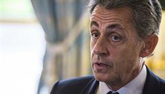 Po dvou dnech výslechů propustili Sarkozyho. Teď soudci budou řešit, jestli ho obviní