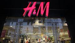 U módních značek nakupuje ve Francii čím dál méně lidí, přednost dávají 'sekáčům' a domácímu šití