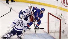NHL: Chytil poprvé skóroval, Pavelec inkasoval šest branek