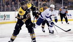 NHL: Pastrňák skóroval ve čtvrtém zápase za sebou. Za Chicago si zachytal účetní