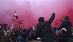 VIDEO: Fanoušci Liverpoolu napadli před zápasem autobus Manchesteru City