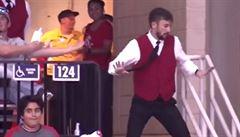 VIDEO: Já tak rád trsám, trsám… Uvaděč na NBA předvedl neskutečné taneční kreace