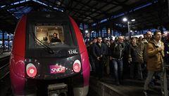 Ve Francii pokračuje stávka železničářů, premiér hájil reformu ve sněmovně