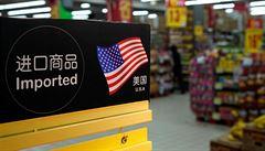 USA uvalily cla na 1300 čínských výrobků. Čína odpoví rovněž cly a napadnutím kroku u WTO