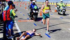 VIDEO: Drama na Hrách Commonwealthu. Maratonec zkolaboval na trati a přišel o zlato