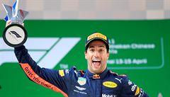 VIDEO: Verstappen se omluvil Vettelovi za kolizi. Vítězný Ricciardo nemohl triumfu uvěřit
