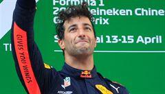 Dramatickou Velkou cenu Číny formule 1 nečekaně vyhrál Daniel Ricciardo