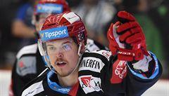 Pojď, ty ču**ku! Polského hokejistu Třince vyhecoval k bitce vulgární hráč Komety