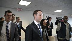 Šéf Facebooku Zuckerberg bude vypovídat před výbory Kongresu USA