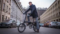 V Praze vznikla první bikesharingová služba elektrokol. Můžete na ně i v obleku