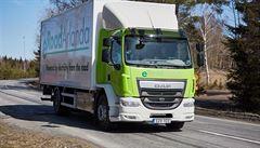 Ve Švédsku otevřeli první 'ekologickou' silnici na světě. Elektroauta se nabíjí za jízdy