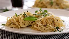 Citronové špagety s pěti druhy bylinek. Bylinková sezóna právě začala