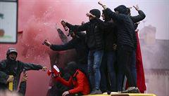 VIDEO: Dva fanoušci Říma jsou obviněni z pokusu o vraždu. Oběť je vážném stavu