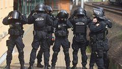 Fanoušci Sparty demolovali po prohře v Ostravě stadion, pět z nich policie zadržela