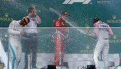 Další bláznivý závěr závodu formule 1. V Baku slaví vítězství Hamilton