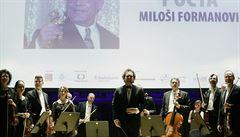 Zaplněný Obecní dům vzdal poctu filmaři Miloši Formanovi