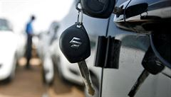 Češi si vyzvedli auta uvízlá na polských letištích. Negativní test na koronavirus na hranicích nebyl nutný