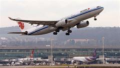 Strach ze šíření koronaviru snižuje ceny letenek do Číny, stoupá zájem o Bali a Maledivy