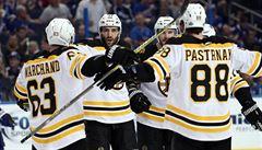 První přípravný zápas ročníku NHL v Číně. Boston i s Čechy v sestavě porazil Calgary